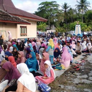 AMuslima Inspiring Action: Shared Prayer Clothes and Hijab